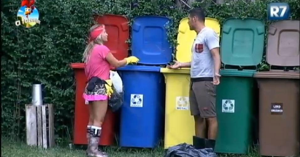 24.Nov.2014 - Andréia Sorvetão e Marlos conversam em