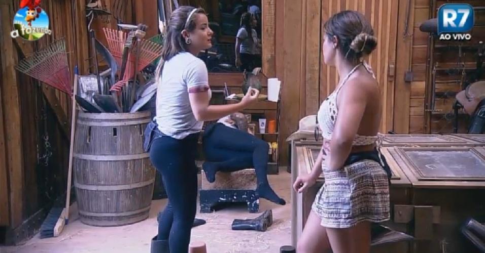 24.Nov.2014 - Bruninha conversa com Babi sobre Heloísa em