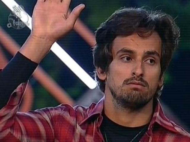 24.nov.2014 - Leo Rodriguez é escolhido pela equipe Coelho para integrar a décima primeira roça de
