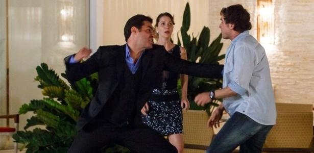 Caíque e Marcos trocam socos novamente por causa de Laura