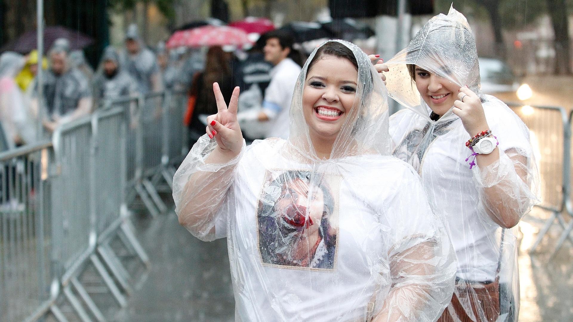 25.nov.2014 - A estudante de direito Beatriz Gadelha Brito, 21 anos, customizou uma camiseta com uma foto de Paul McCartney especialmente para o show.