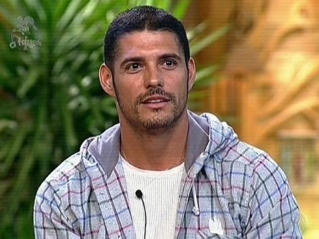 """25.nov.2014 - Marlos Cruz diz que saída de Débora Lyra o abalou muito em """"A Fazenda 7"""""""