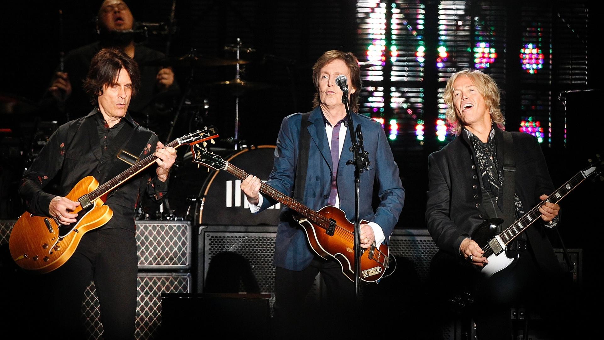 25.nov.2014 - Paul McCartney canta