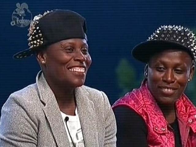25.nov.2014 - Pepê e Neném votam em Marlos Cruz para a décima primeira roça de