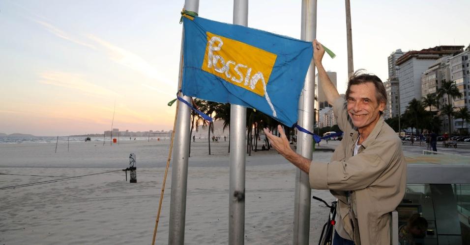 Há cerca de dez anos, a praia do Leme, no Rio, é cenário para o evento de poesia comandado pelo ator Eduardo Tornaghi