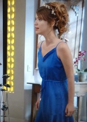 Laura discute com Vicente porque quer saber informações sobre sua mãe biológica