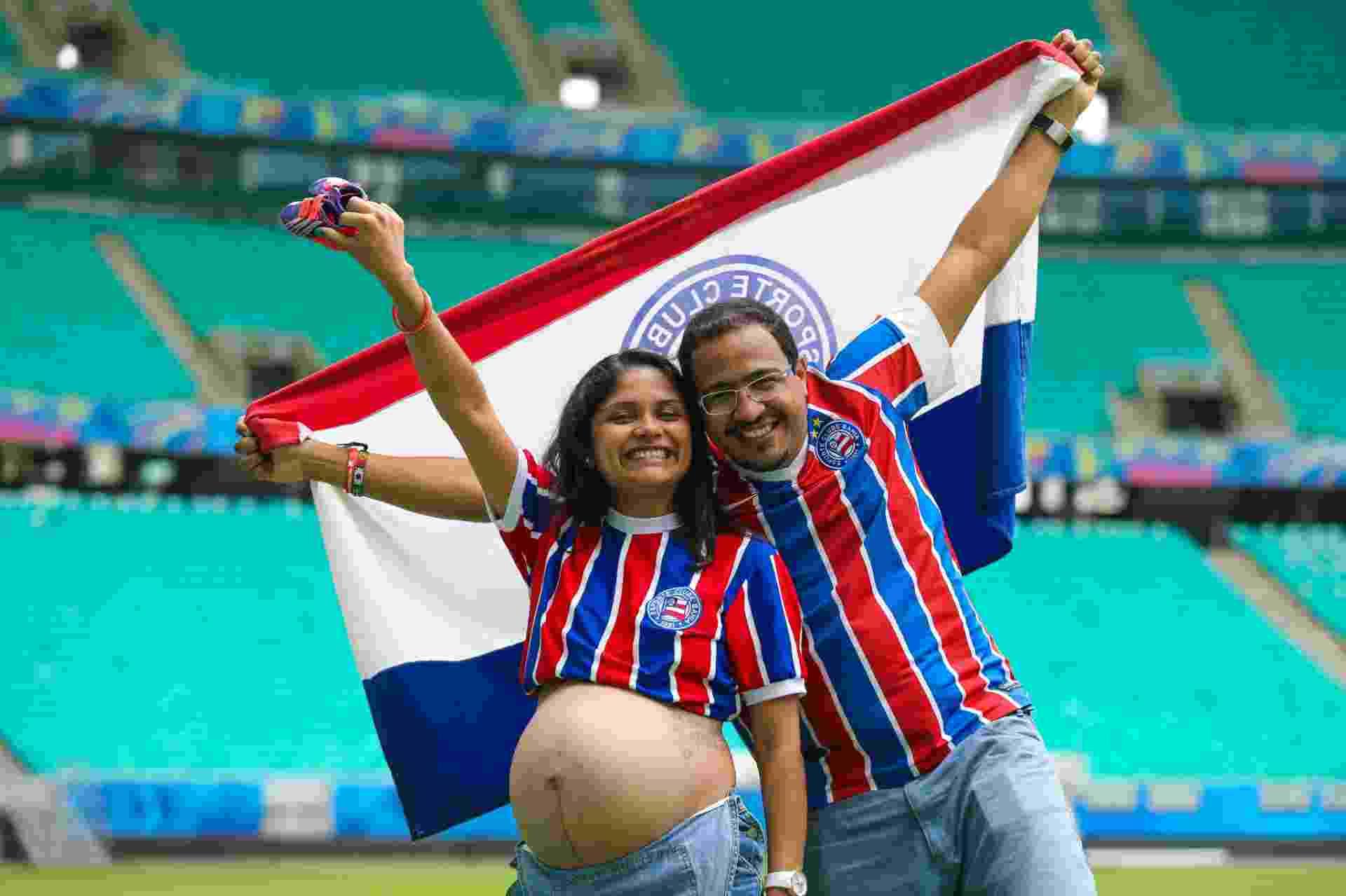 O casal Driely e Eonives Reis, que fizeram ensaio de fotos na Arena Fonte Nova, em Salvador - Vaner Casaes/Ag. BAPRESS