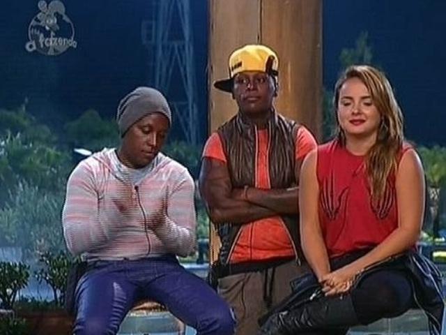 26.nov.2014 - Pepê e Neném enfrentam MC Bruninha na décima segunda roça de