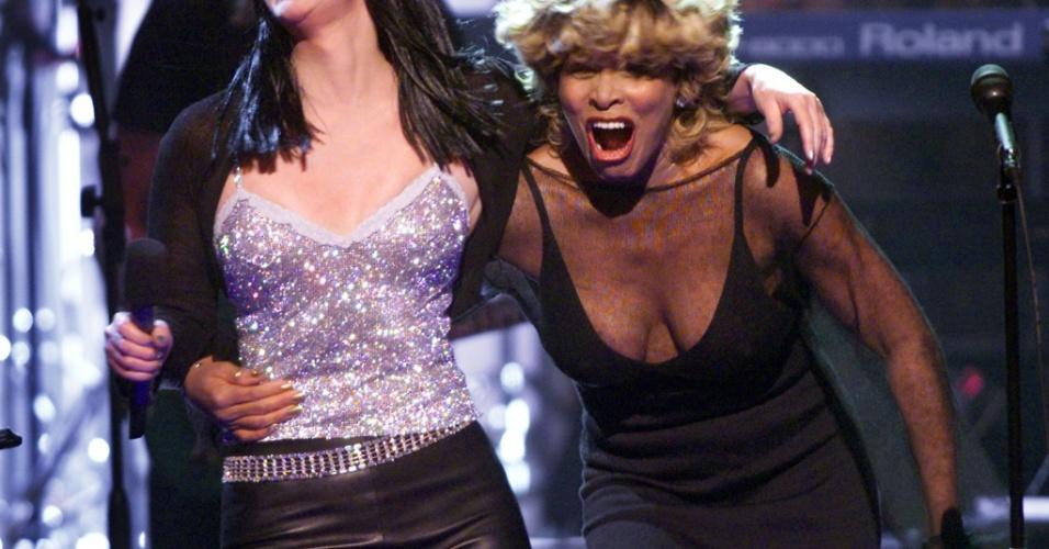 Tina Turner se apresenta junto com Cher no show