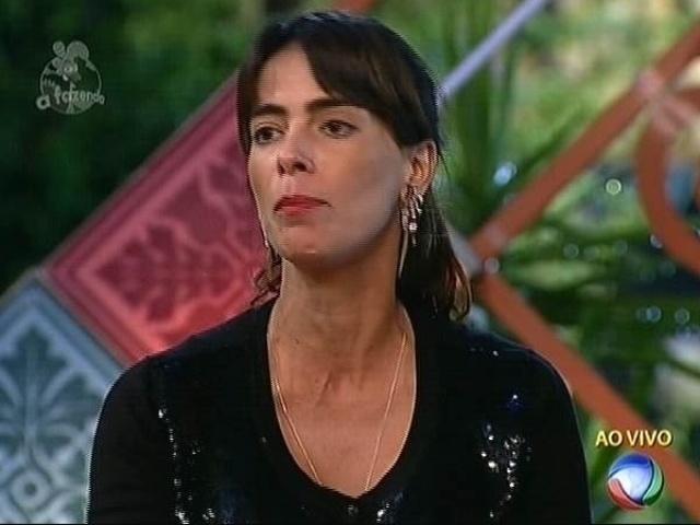 26.nov.2014 - Detentora do poder da chave, Heloisa Faissol desempata a votação, colocando MC Bruninha na roça contra Pepê e Neném