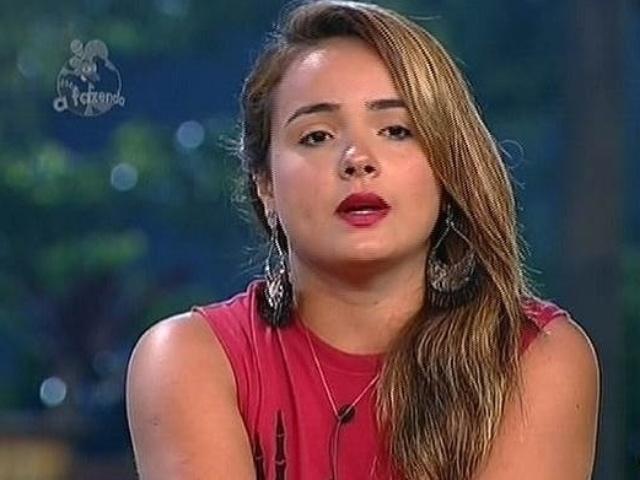 26.nov.2014 - MC Bruninha se defende das acusações de Heloisa e indica Andréia Sorvetão para a décima segunda roça de