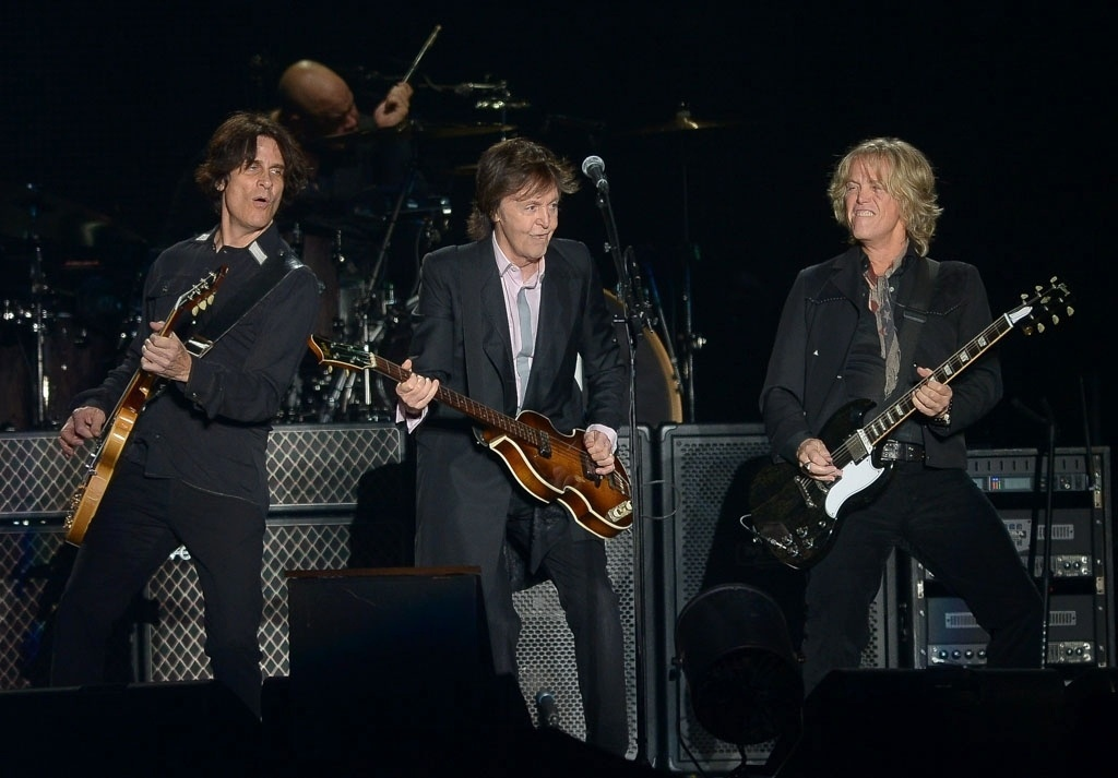 26.nov.2014 - Mesmo debaixo de muita chuva, Paul McCartney conquistou os corações quentes dos paulistanos na noite desta quarta-feira, no Allianz Parque, na zona oeste da capital