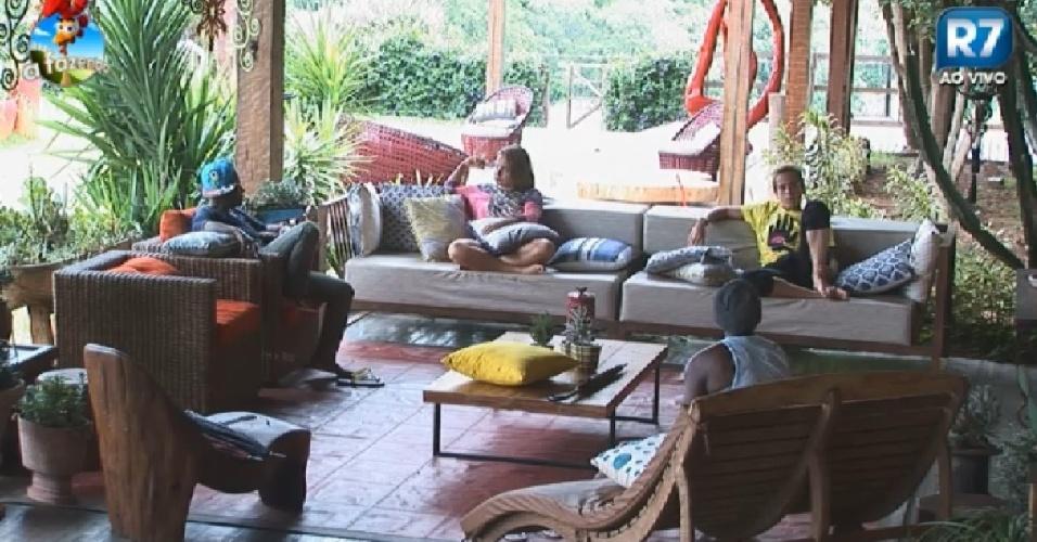 27.nov.2014 - Dh, Bruninha, Pepê e Neném criticam Heloísa Faissol em