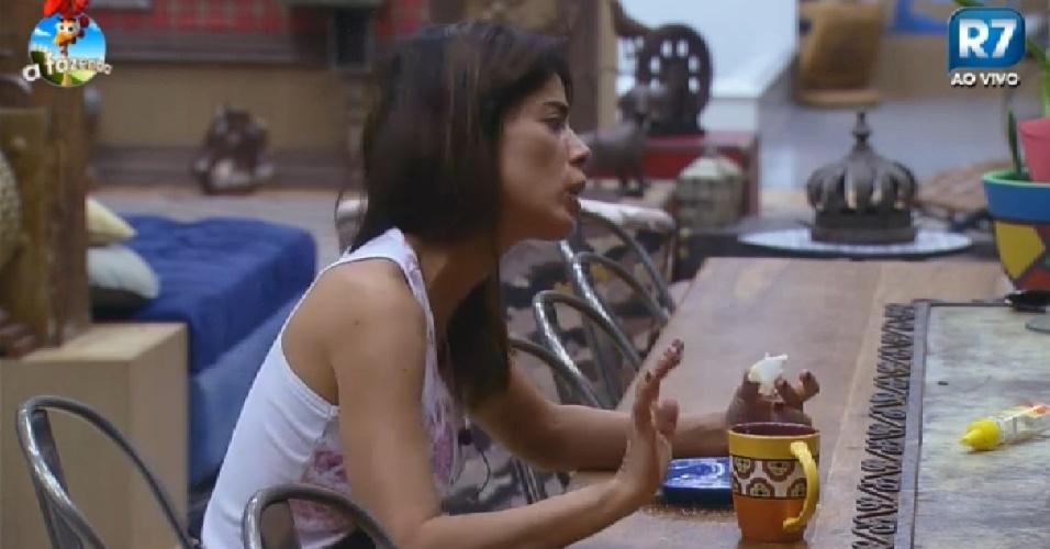27.nov.2014 - Heloísa fala sobre briga com Bruninha em
