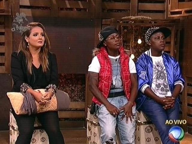 27.nov.2014 - MC Bruninha e Pepê e Neném aguardam o resultado da votação que define o décimo primeiro eliminado de