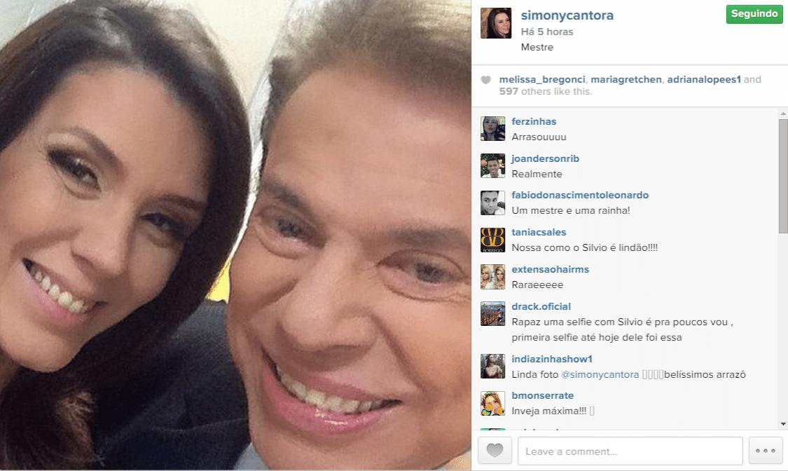 27.nov.2014 - Simony mostra em seu Instagram uma selfie feita com o apresentador e dono do SBT, Silvio Santos, nos bastidores da emissora. A cantora não revelou na legenda mais detalhes sobre a imagem, mas escreveu apenas a palavra