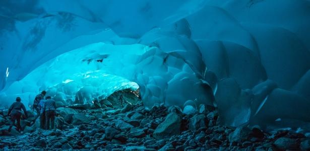 Apesar da chance de colapso, turistas exploram cavernas de gelo do Alasca - Andrew Russeau/Creative Commons