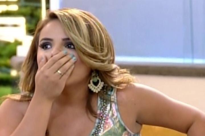 MC Bruninha descobre que a mãe está grávida