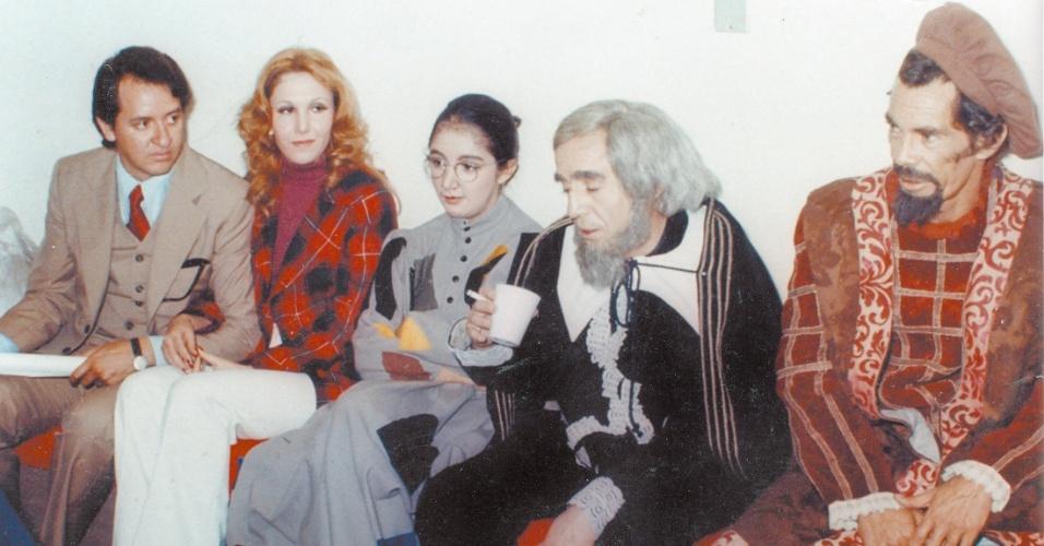 """Os atores mexicanos Carlos Villagrán, Florinda Meza, María Antonieta de las Nieves, Roberto Bolaños e Ramón Valdés, da série """"Chaves"""""""