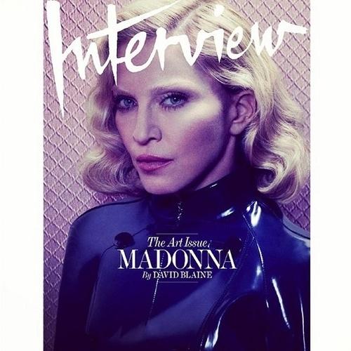 """01.dez.2014 - Em seu Instagram, Madonna compartilha uma das capas da revista """"Interview"""" de dezembro"""