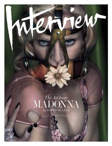 """01.dez.2014 - Madonna usa máscara em uma das capas da revista """"Interview"""" de dezembro"""