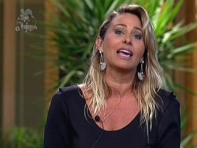"""2.dez.2014 - Andréia Sorvetão defende sua permanência em """"A Fazenda 7"""", pedindo para o público deixá-la na final do reality show"""