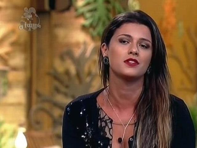"""2.dez.2014 - Babi Rossi diz que quer continuar em """"A Fazenda 7"""" para ajudar a família"""