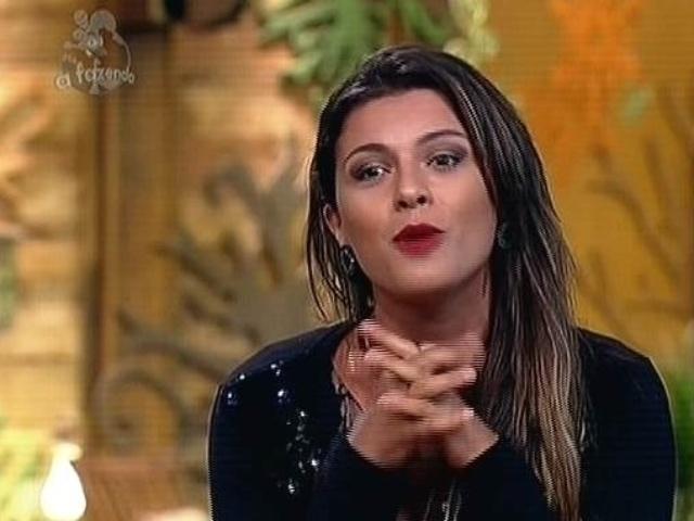 """2.dez.2014 - Babi Rossi responde pergunta do internauta, dizendo que não foi """"tonta"""" em """"A Fazenda 7"""""""
