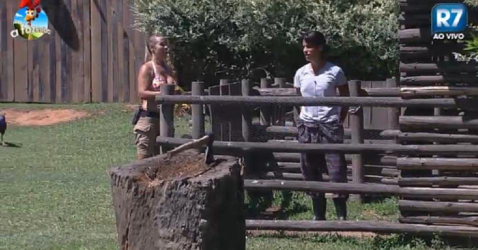 2.nov.2014 - Andréia Sorvetão e Heloísa conversam em