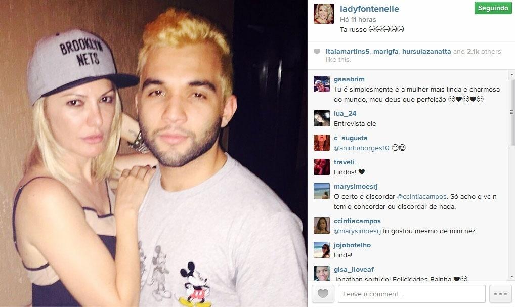 7.dez.2014- Antonia Fontenelle, 40 anos, publica foto com Jonathan Costa, 21,  herdeiro da equipe de som carioca Furacão 2000