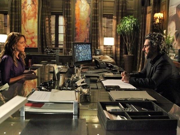 Cristina (Leandra Leal) fica curiosa com a revelação do Comendador