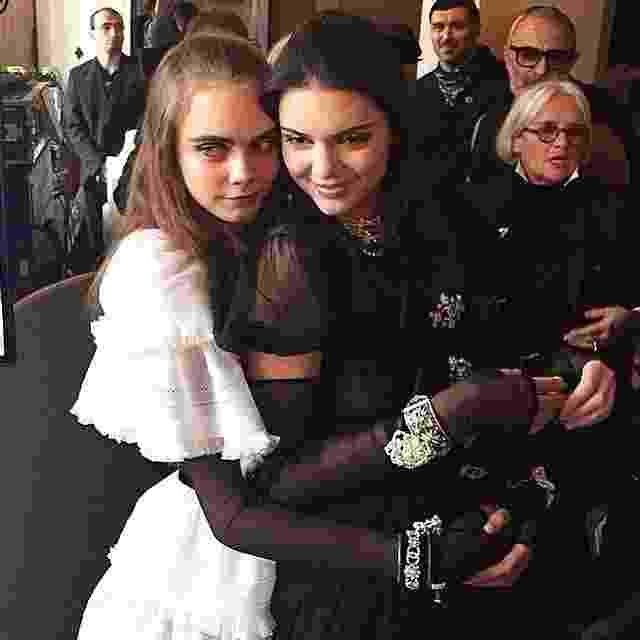 Kendall e Cara no desfile da Chanel na Áustria - Reprodução/Instagram/lizziewd
