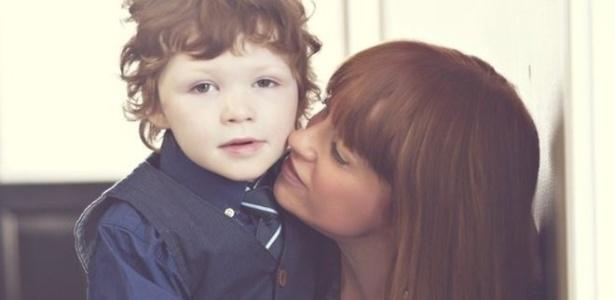 Mandy McKnight e o filho, Liam, que tem síndrome de Dravet, tipo grave de epilepsia - Tia Photography/Christina Macpherson