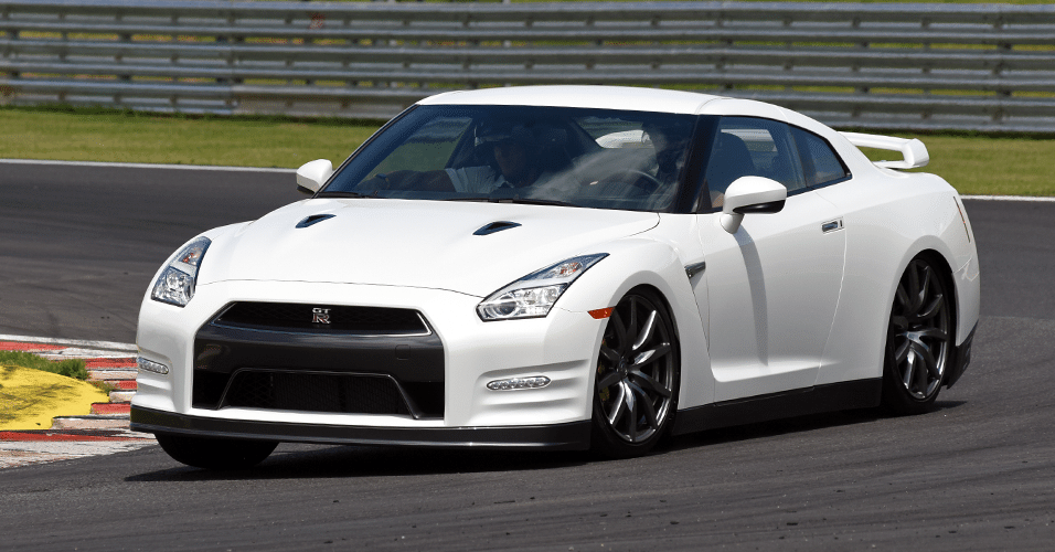 36e8caf70a4 Nissan GT-R domina pistas com influência de Jaspion