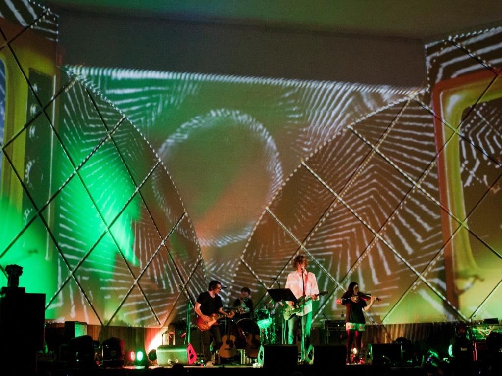 O guitarrista e vocalista do Sonic Youth Thurston Moore, durante o primeiro show de sua carreira solo no Brasil, em abril de 2012, no Cine Joia (SP)