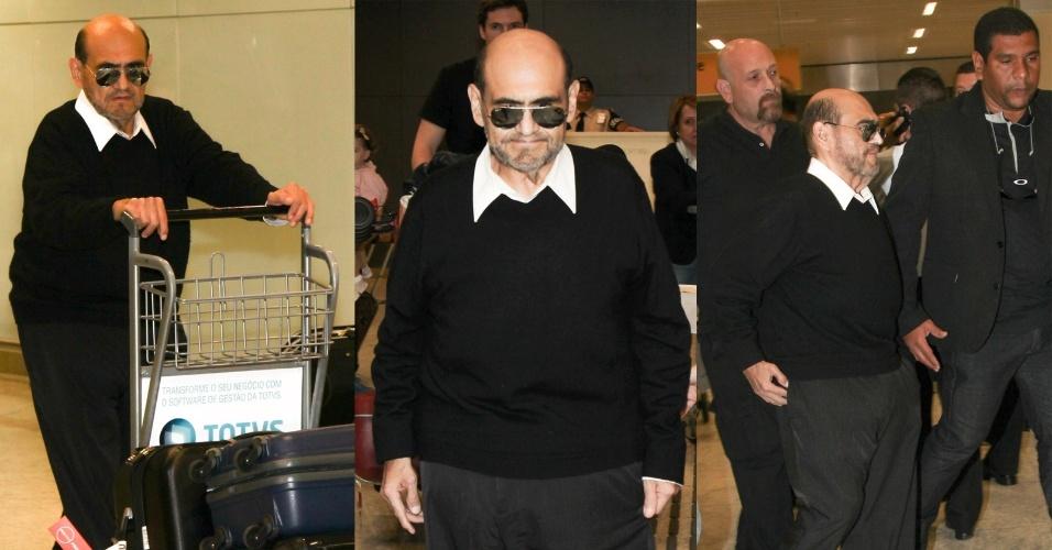 3.dez.2014 - O ator mexicano Edgar Vivar desembarca no aeroporto de Cumbica, em Guarulhos, nesta quarta-feira, para participar da Comic Con Experience um evento para fãs de quadrinhos, séries de TV e filmes