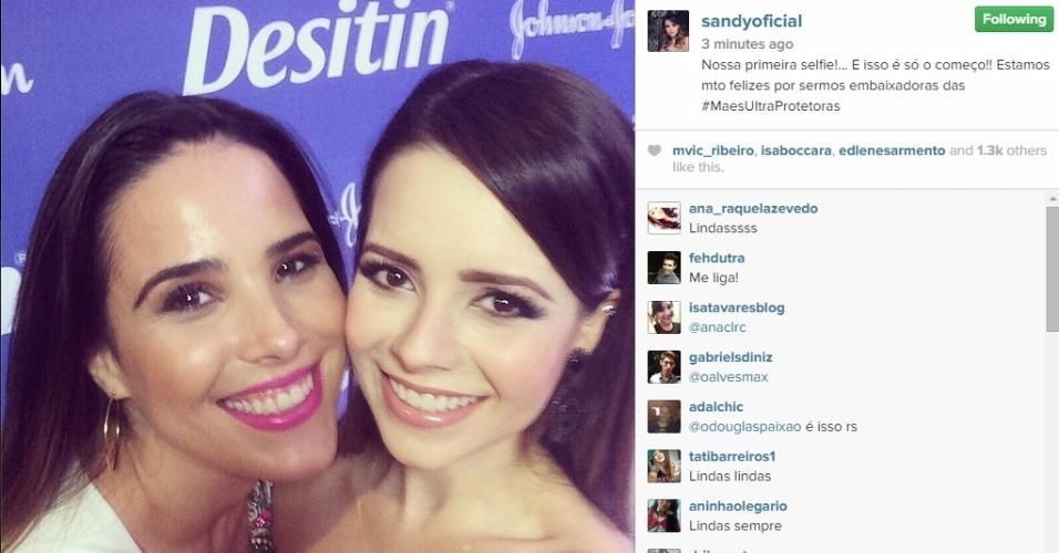 4.dez.2014 - As cantoras Sandy e Wanessa revelaram na manhã desta quinta-feira (4) que estão juntas em uma campanha publicitária voltada para as mães