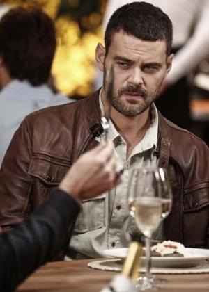 José Alfredo ameaça Maurílio com uma faca