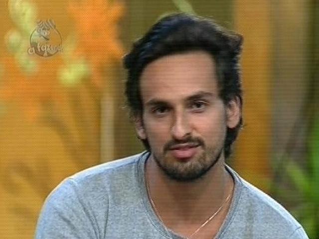 """4.dez.2014 - Leo Rodriguez enfrenta sua quarta roça em """"A Fazenda 7"""", contra a ex-panicat Babi Rossi"""