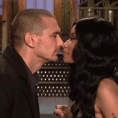 """4.dez.2014 - James Franco mostra foto de um """"quase beijo"""" na cantora Nicki Minaj em uma participação no programa americano Saturday Night Live. """"Eu e Nicki. Os melhores"""", escreveu ele"""
