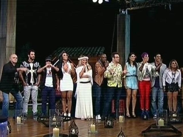 """5.dez.2014 - Eliminados de """"A Fazenda 7"""" voltam de surpresa ao reality show para participar da última votação"""