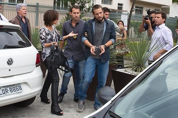 5.dez.2014 - Vicente é preso após armação de Enrico