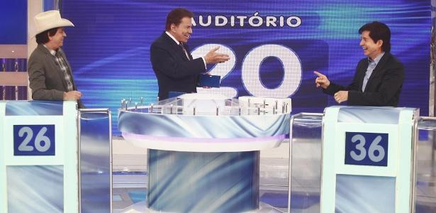 """Chitãozinho e Xororó participam do """"Jogo das 3 Pistas"""", no """"Programa Silvio Santos"""""""
