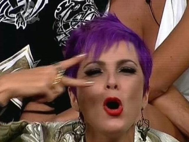 "5.dez.2014 - Bruna Tang indica DH para a última roça de ""A Fazenda 7"""
