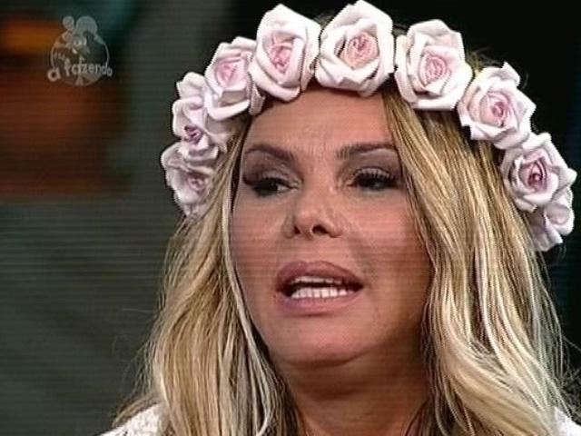 "5.dez,2014 - Cristina Mortágua mostra apoio a Babi Rossi e indica DH para a última roça de ""A Fazenda 7"""