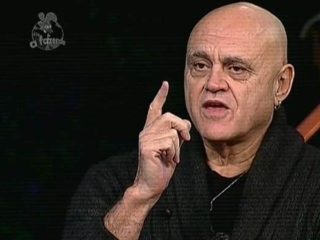 """5.dez.2014 - Primeiro eliminado de """"A Fazenda 7"""", Oscar Maroni vota em Pepê e Neném na última roça de """"A Fazenda 7"""""""