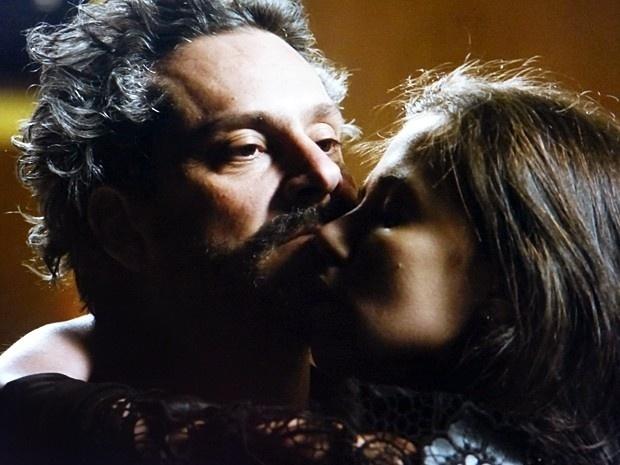 Zé Alfredo (Alexandre Nero) reencontra Cora (Marjorie Estiano) de visual repaginado em