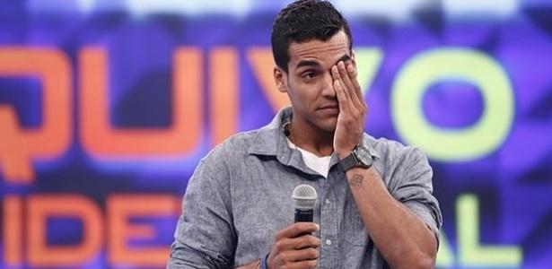 """Marcello Melo Jr. chora no """"Domingão"""" ao relembrar infância pobre"""