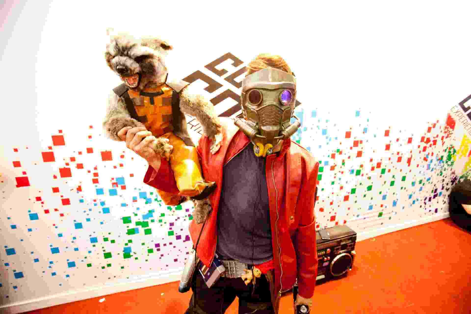 """7.dez.2014 - Os personagens do filme """"Os Guardiões da Galáxia"""", sucesso da Marvel este ano, inspiraram o visitante do quarto e último dia da Comic Con Experience - Lucas Lima/UOL"""