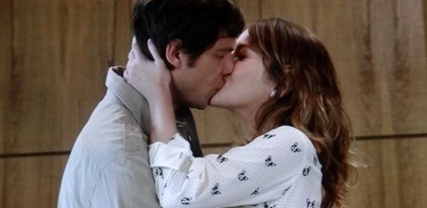 """Laura (Nathalia Dill) procura o namorado e faz as pazes: """"Eu te amo"""""""